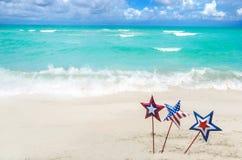 Patriotisk USA bakgrund på den sandiga stranden Royaltyfria Bilder