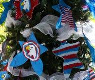 Patriotiskt julträd i Fort Myers, Florida, USA Royaltyfri Bild