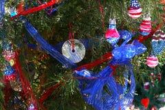 Patriotiskt julträd i Fort Myers, Florida, USA royaltyfri fotografi