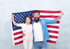 Patriottische Familie De onafhankelijkheidsdag is kans voor te herenigen en te ontspannen familieleden zich De officiële feestdag stock foto's