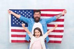 Patriottische Familie De onafhankelijkheidsdag is kans voor te herenigen en te ontspannen familieleden zich De officiële feestdag royalty-vrije stock foto