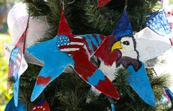 Patriottische Kerstmisboom in fort Myers, Florida, de V.S. royalty-vrije stock fotografie