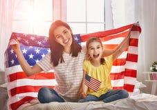 Patriottische vakantie en gelukkige familie Stock Fotografie