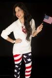 Patriotyczna kobieta z flaga amerykańską i być ubranym chorągwianych leggings Obraz Royalty Free