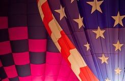 Patriotyczni gorące powietrze balony Zaświecający Up Przy nocą obraz stock