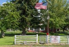 Patriotyczny dom w miasteczku fotografia stock