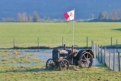 Patriotyczny gospodarstwo rolne i kanadyjczyk flaga fotografia royalty free
