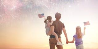 Patriotyczny wakacje szcz??liwa rodzina zdjęcie stock