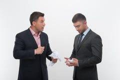 Patron fâché avec le jeune employé Photos libres de droits