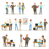 Patron Managing And Supervising le travail de la collection des employés de bureau de directeur général And Workers Illustrations illustration stock