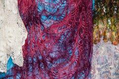 Patronen van de donsachtige sjaal van Orenburg Stock Afbeelding