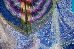 Patronen van de donsachtige sjaal van Orenburg Stock Foto's