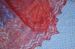Patronen van de donsachtige sjaal van Orenburg Stock Foto