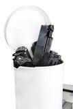 Patronen van de printer in de vuilnisbak, die zich op een prin bevinden Royalty-vrije Stock Foto