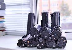 Patronen van de printer op het vensterbankbureau dat wordt gestapeld Stock Foto