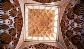 Patronen van plafond in oud paleis van Isphahan, Iran Royalty-vrije Stock Afbeeldingen