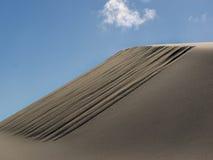 Patronen in zandduinen door wind worden gevormd die Royalty-vrije Stock Fotografie