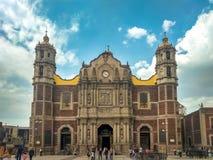 Patrony odwiedza Ekspiacyjną świątynię Chrystus królewiątko w Meksyk obrazy royalty free