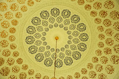 Patroon binnen de belangrijkste koepel van de Luchthaven van Sultan Ismail Airport Mosque - Senai-, Maleisië Royalty-vrije Stock Fotografie