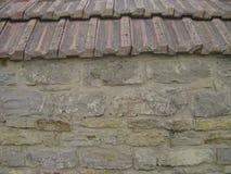Patroon grijze kleur van moderne stijl Antieke natuurlijk obstructie voert De oppervlakte van de steenmuur met cement Stenen of b Stock Foto's