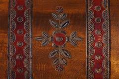 Patroon van bloem op houten achtergrond wordt gesneden die Royalty-vrije Stock Afbeelding