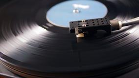 Patroon van de vinylspeler en het roterende verslag stock footage