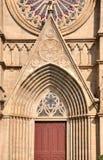 Patroon van deur en venster van een Katholieke kerk Stock Foto