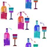 Patroon van flessen wijn en glazen stock foto