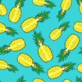 Patroon van gesneden ananas Op een blauwe achtergrond Stock Afbeeldingen