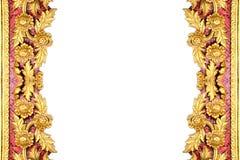 Patroon van gouden bloem dat op witte achtergrond wordt gesneden Stock Fotografie