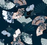 Patroon van Japanse ventilators die sakura, chrysanten en kranen kenmerken Royalty-vrije Stock Fotografie