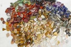 Patroon van kleine gekleurde halfedelstenen Ronde vorm royalty-vrije stock afbeelding