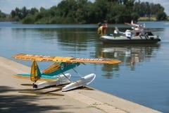 Patrouille de délivrance d'hydroplane de RC Photographie stock
