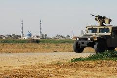 Patrouille de film encreur le long de barrière de frontière de bande de Gaza Photographie stock libre de droits