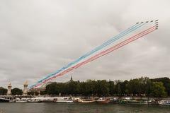 Patrouille De Frankreich während des Französischen Nationalfeiertags in Paris - La PAF laufen Le 14 Juillet àParis aus Lizenzfreie Stockfotografie