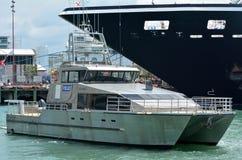 Patrouille maritime d'unité de police d'Auckland dans les ports d'Auckland - nouveau photos stock