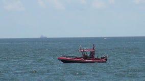 Patrouillenboot nahe Hafen-Sumpfgebieten, Florida Stockfotos