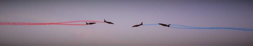 Patrulla del Alfa-jet del ` s de Francia en la acción fotografía de archivo