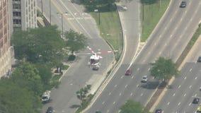 Patrulla del helicóptero sobre Chicago almacen de video