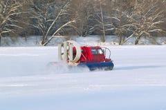 Patrulla del snowmobile del servicio de rescate de servicio Foto de archivo
