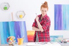 Patrzeć dla inspiraci dla jej sztuki pracy zdjęcia royalty free