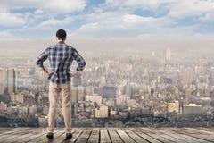 Patrzeć linię horyzontu miasto Zdjęcia Stock