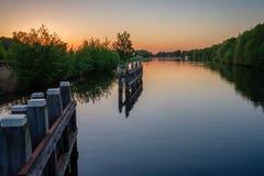 Patrzeć od Eilandbrug nad kanałem w kierunku Dollegoorbrug Obraz Royalty Free