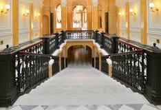 Patrzeć w dół Marmurowego schody w Uroczystym Gatchina pałac Obraz Stock