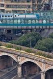 Patrzeć w dół od San Pietro kopuły Stary i nowy pociąg wykłada Zdjęcie Stock