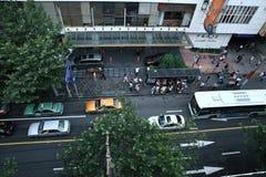 Patrzeć w dół ulicę, Szanghaj fotografia stock