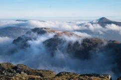Patrzeć nad chmury od Beinn Ime Zdjęcia Stock