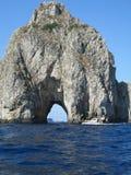 Patrzejący przez Faraglioni, Capri Obrazy Stock