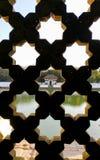 Patrzejący przez tradycyjnego Nepalskiego okno, Ankhi Jhyal fotografia royalty free