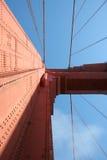 Patrzejący w kierunku nieba na Golden Gate Bridge, San Fransisco Obraz Stock
